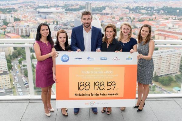 Společnosti Procter & Gamble a Ahold věnovaly 188 198 Kč na podporu projektu prevence mužského zdraví STK pro chlapy