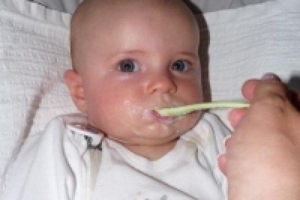 Jak začít s příkrmy u kojenců