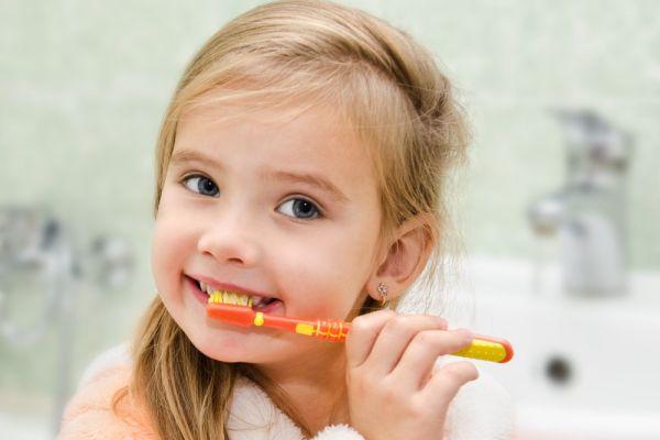 Jak přimět dítě k čištění zubů