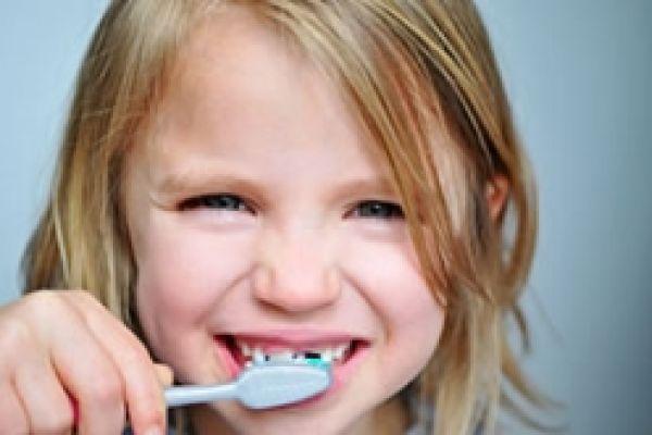 Kdy začít s čištěním zoubků?