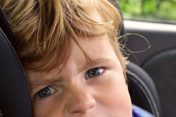Jak zvládat nevolnosti v autě u dětí?