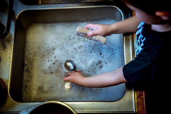 Kdy je vhodný čas zapojit děti do domácích prací?